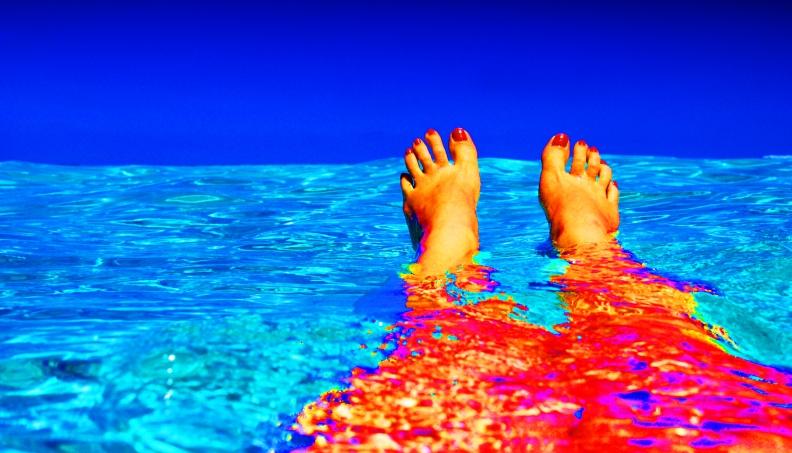 beach-blue-feet-37921 (1)